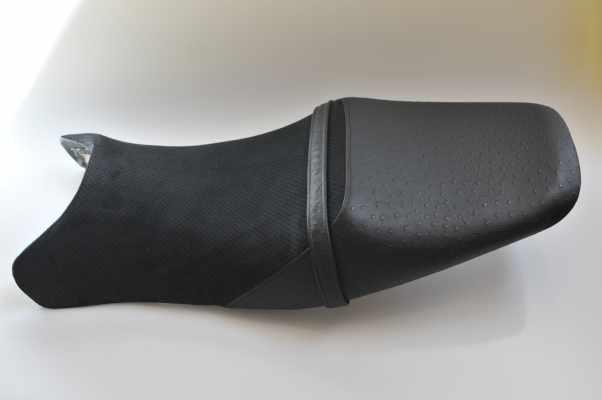 HONDA CBR1100XX ホンダ ブラックバード アルカンターラ黒パンチング オーストリッチ黒 バイクシート張替え シート加工 seat